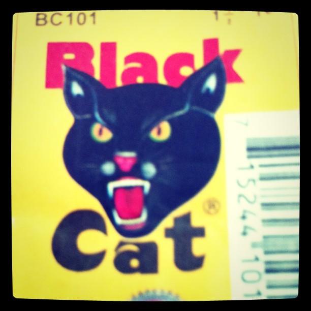 ¿Si aviento estos Black Cat ahorita me caerán los militares?